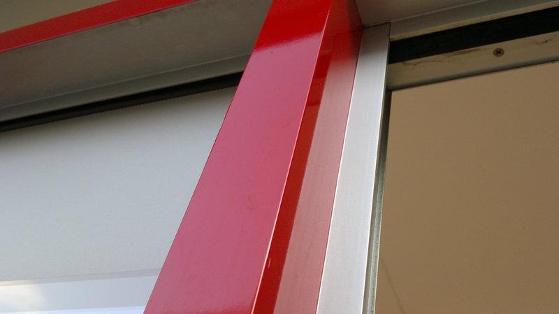 Sehr trend-neu - Fensterrahmen mit Folie bekleben HE07